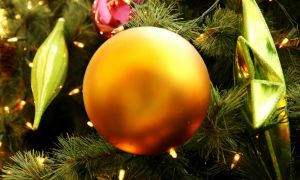 1119285_baubles_themed_christmas_2
